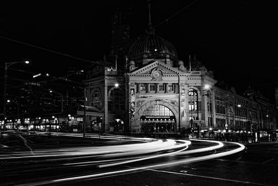 Flinders St Station - Melbourne by Graeme Buckland