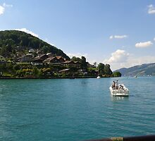 Lake of Thun by fladelita