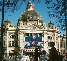 Flinders st Station 1954 05 by Fred Mitchell