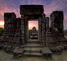 Phnom Bakheng, Hill Top Temple, Cambodia by Michael Treloar