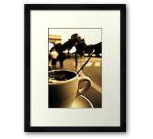 Un café à Paris Framed Print