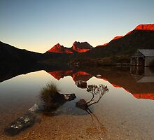 Cradle Mountain Tasmania Australia by tinnieopener