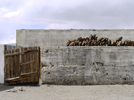 Leaning and sagging in Karakul by Marjolein Katsma
