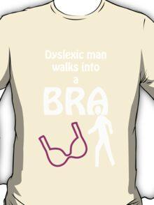 'Dyslexic man walks into a bra' T-Shirt