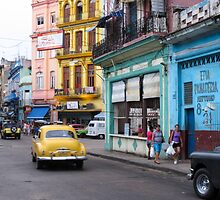 Havana street scene by Anne Scantlebury