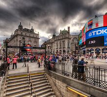 Piccadilly Circus by Yhun Suarez