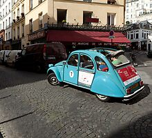 Discover Paris in 2CV by Pat Garret