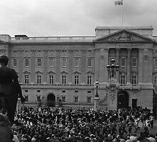 BW UK England London Old Guard Buckingham Palace 1970s by blackwhitephoto