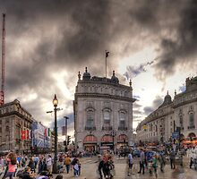 Piccadilly Panorama by Yhun Suarez