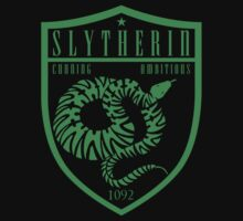Slytherin Crest by machmigo