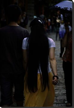 She was walking infront of me by Isabela Lamuño
