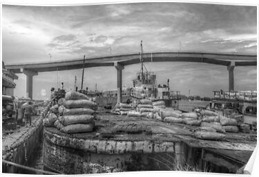 Unloading bags of coal in Potter's Cay - Nassau, The Bahamas by 242Digital