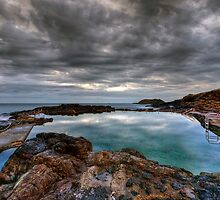 Rockpool Sunrise. by Warren  Patten