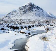 Snowy Buachaille Etive Mor by Linda  Morrison