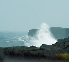 Wave near Ka'aha Point by Loisb