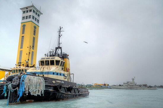 """Day OFF for """"Amber Jack"""" during the beating time of Hurricane Sandy in Nassau, The Bahamas by 242Digital"""