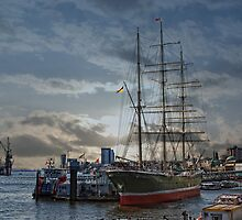 Hamburg Harbour by Jo-PinX