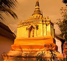 Golden Stupa, Wat Chao Mangrai by Kerry Dunstone
