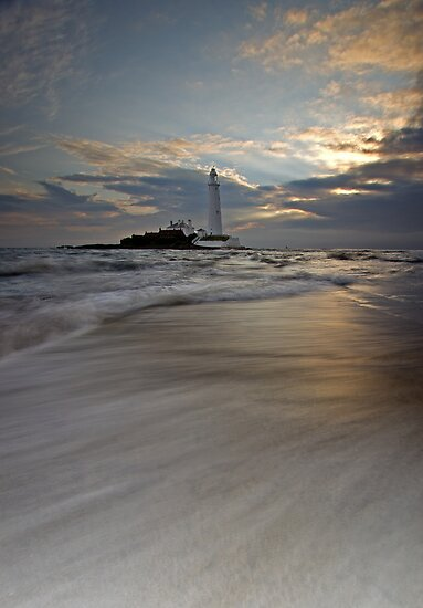 St. Mary's Lighthouse sunrise by cieniu1