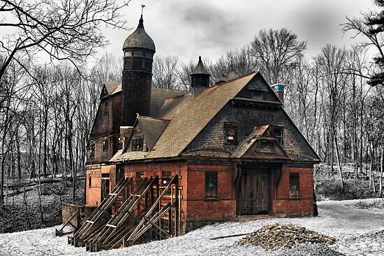Abandoned barn, horse stable. by Robert Wirth
