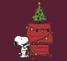 Snoopy and Christmas Tree by gemzi-ox