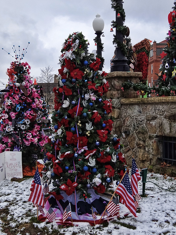 Patriotic Christmas Tree by vigor
