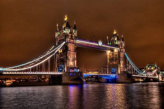 Tower Bridge, London by Erik Schlogl