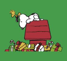 Snoopy and his Xmas Presents! by gemzi-ox