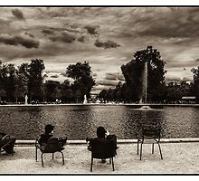 Relaxing in Jardin des Tuileries by RunnyCustard
