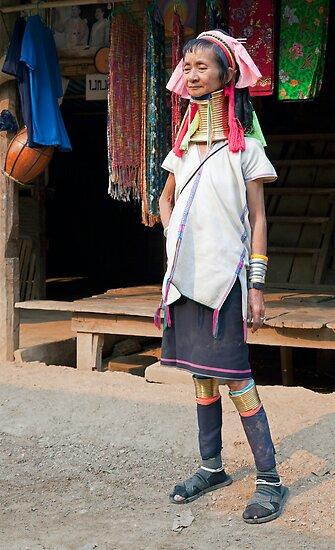 Elegant Kayan Lahwi woman by Kerry Dunstone
