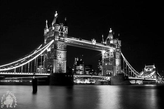Tower Bridge mono by yampy