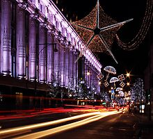 Christmas Day. Oxford St. Selfridges. by Irina Chuckowree