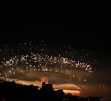 Harbor Bridge Fireworks 2013  by Fledermaus