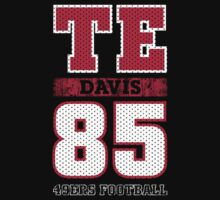 San Francisco 49ers TE Vernon Davis #85 T-Shirt!  by endlessimages