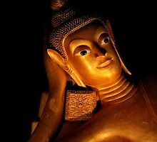 Reclining Buddha by missmoneypenny