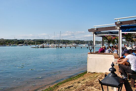 RIVERSIDE DINING. ISLE OF WIGHT. by ronsaunders47