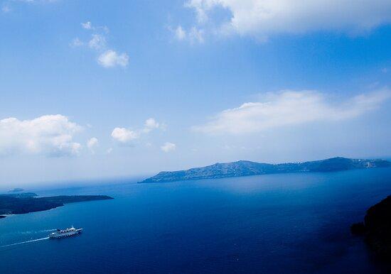 Cruiser in Santorini, Greece by vivendulies
