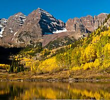 Maroon Bells And Maroon Lake by Greg Summers