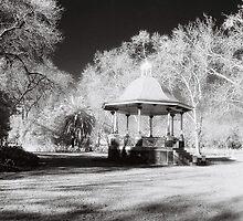 Rotunda, Benalla Botanical Gardens by Linda Lees