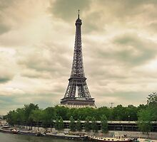 Eiffel Tower by Walter Parada