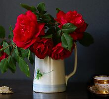 Roses, shell and Mocha cup by Gilberte
