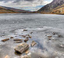 Frozen Lynn Ogwen by Darren Wilkes