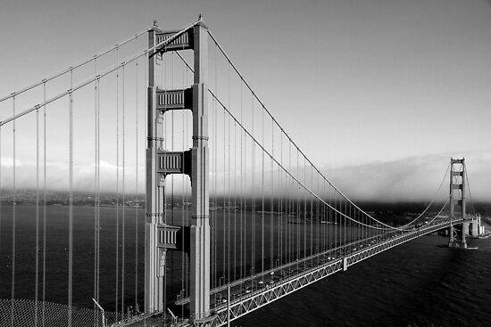 The Golden Gate Bridge by serialninja