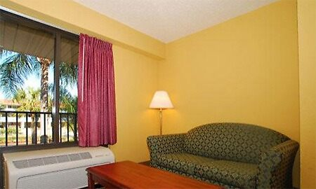 Quality Inn Hotel Disney World by adimark780