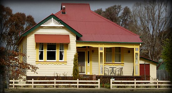 Armidale cottage by Clare Colins