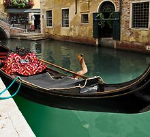 Gondola waiting for tourists in Venice by kirilart