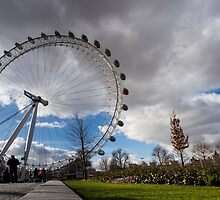 London Eye from the park in a sunny and cloudy day by Mattia  Bicchi Photography