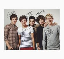 One Direction Signed T-Shirt 3 by kmercury