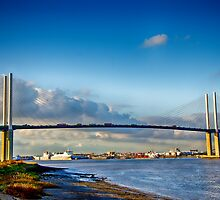 Queen Elizabeth ll Bridge 2 by Chris Thaxter
