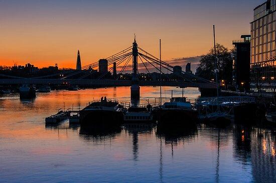 Thames Sunrise: London. by DonDavisUK